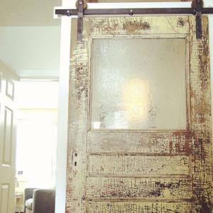 usi_culisante_barn_door_idei_amenajari_apartamente