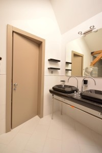 usi_de_interior_pentru_baie