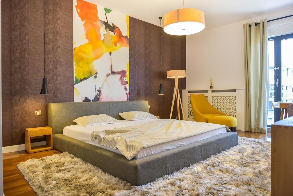 Design_Scandinav_usi_albe_White_Design_dormitor