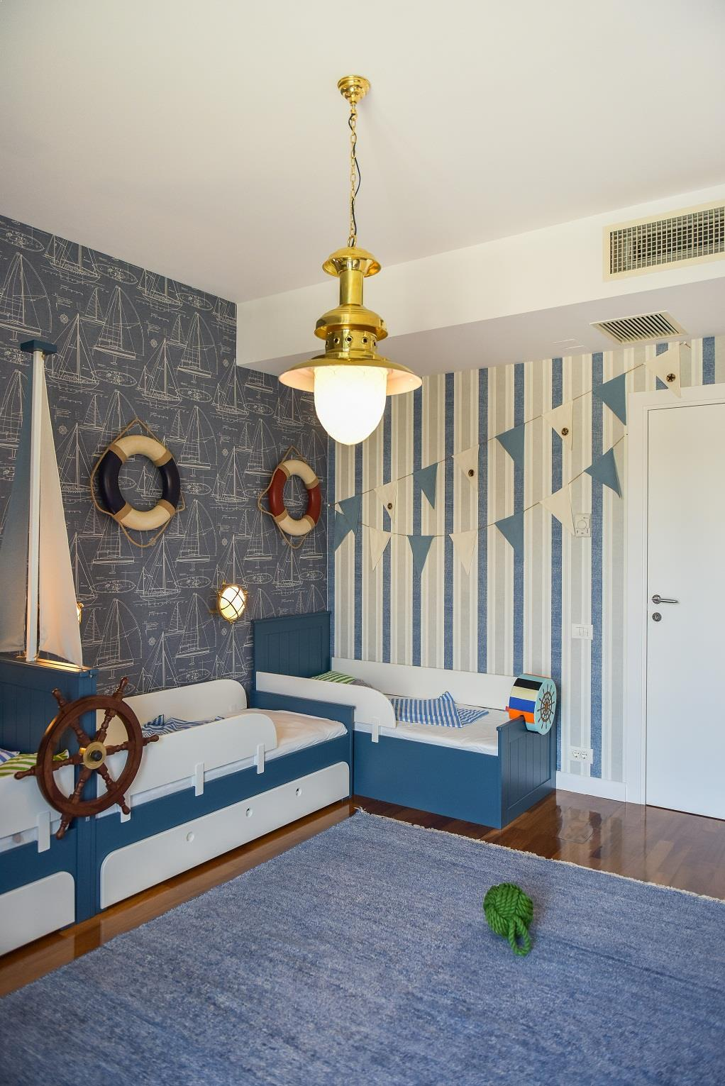 Design_Scandinav_usi_albe_White_Design_dormitor_copii
